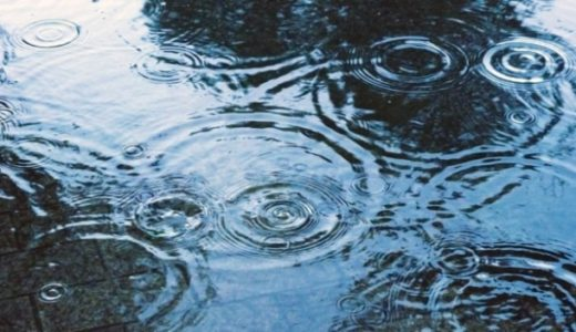 雨の日にサンダルはおかしい?ありなしの意見とおすすめはコレ!