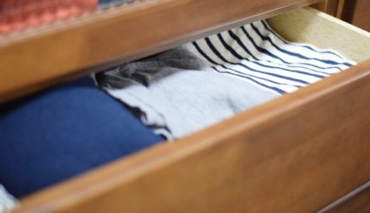 衣替えで出した服は洗濯した方がいい?臭いの取り方や原因を解説!